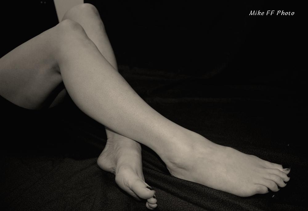 Legs-bare-foot-fetish-London-Mistress