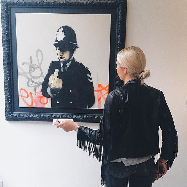 Banksy takes Amsterdam 🐀 #banksy @lionelgallery