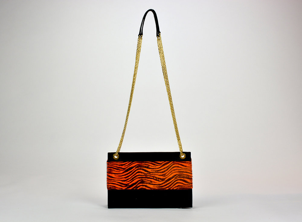 Black Classic Leather Bag in Finest Quality Leather Leopard Prin