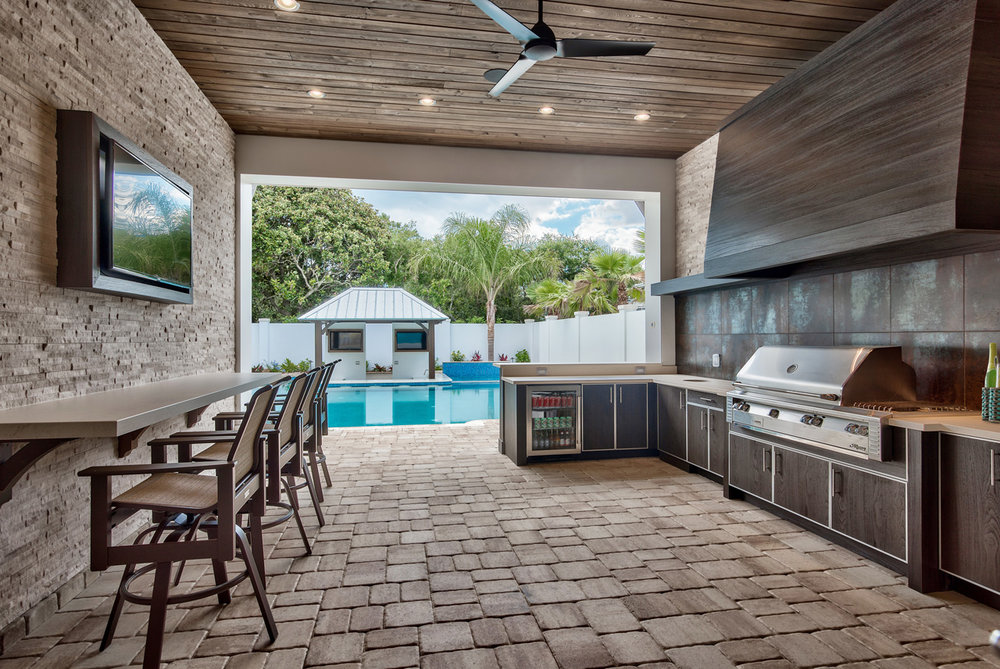 Outdoor-kitchen-with-grill-area-and-sunken-bar-florida.jpg