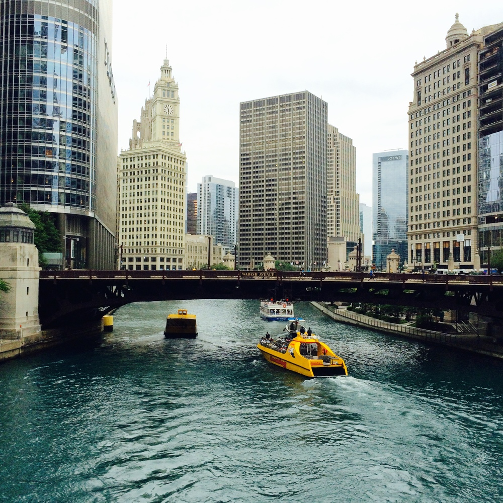 :: water taxi in chicago river ::