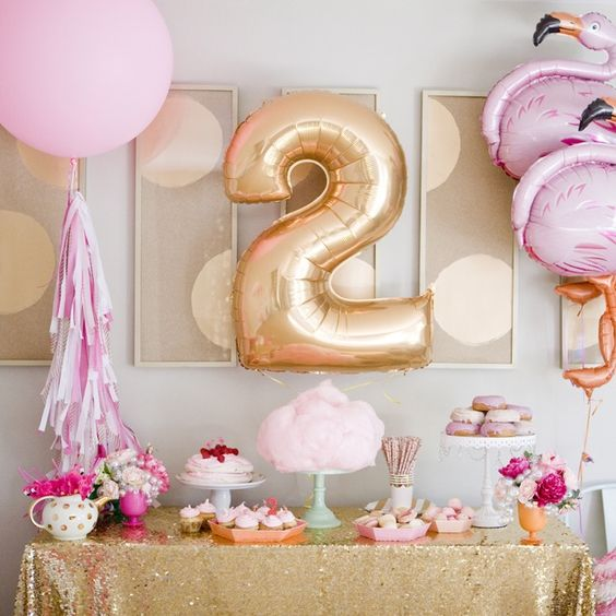 Photocred: Kara's Party Ideas (how cute is this  flamingo themed party ?)