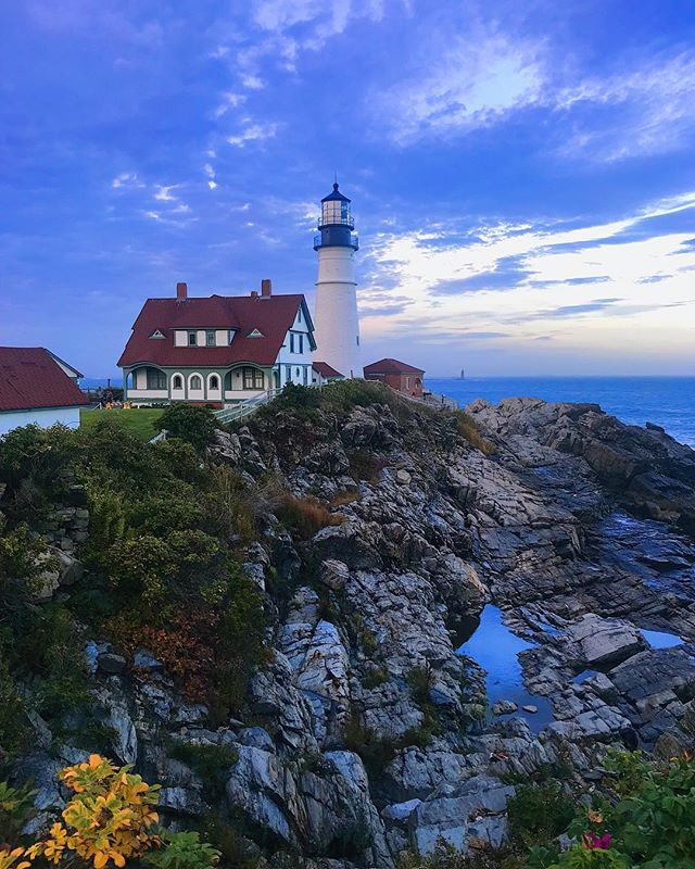 😍 The quick detour off the highway is always worth it. If you don't believe me, you should take more spontaneous trips. . . . #portland #portlandme #southportland #visitnewengland #visitmaine #maine #cloudscapes #headlight #headlighthouse #portlandheadlight #lighthouse #ocean #atlanticocean #mymaine #mainelife #mainething #mainevacation #mainetrip #portlandmaine #getoutside #travel