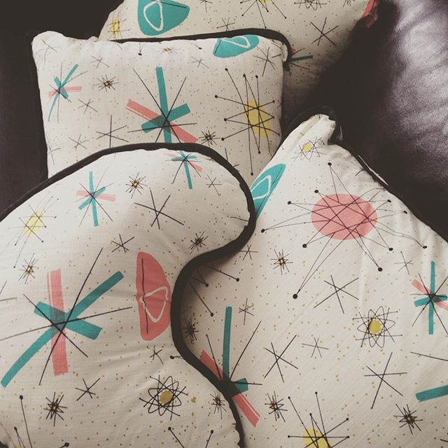 These barkcloth beauties belong to our favourite montreal pinup photographer @franklam1 #thecraveyard #midcentury #midmod #pinup #vintage #brooch #brooches #1950s #1960s #retro #vlv #atomic #franciscanstarburst #montrealdesigner #pastels #throwcushion