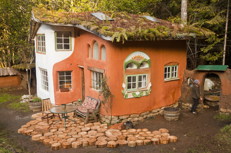 The Laughing House built by Linda Smiley and Ianto Evans in Oregon. Photo courtesy of the Cob Cottage Company.