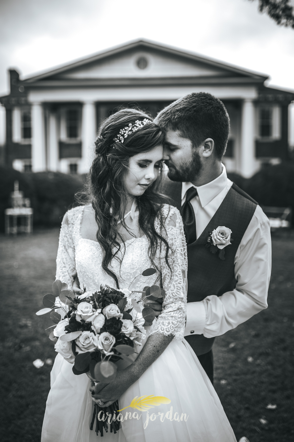 209 - Ariana Jordan - Kentucky Wedding Photographer - Landon & Tabitha 6983.jpg