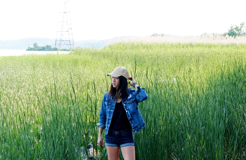 levi's mlb denim trucker. tvscia tank. mother denim cuff shorts. scoop raffia cap.