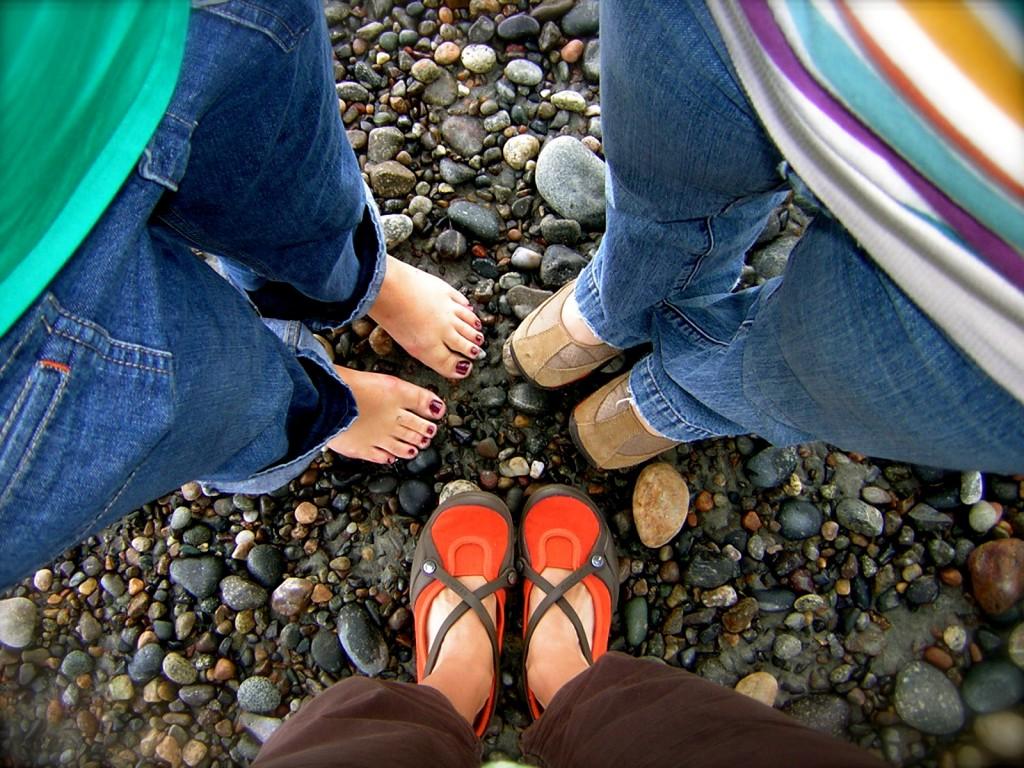 six feet, three friends