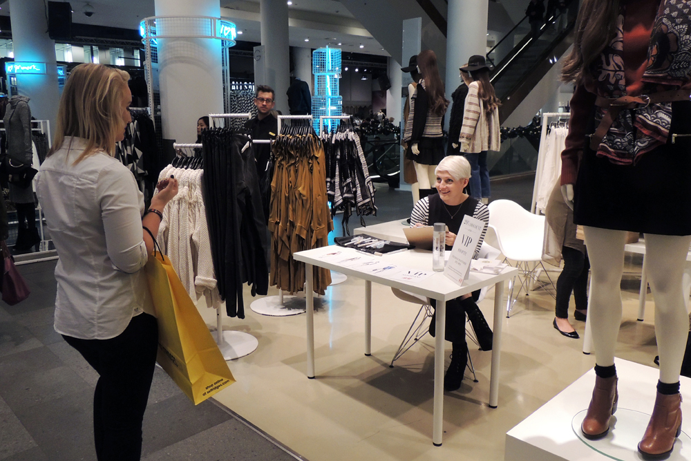 Live Fashion Illustration at H&M Selfridges