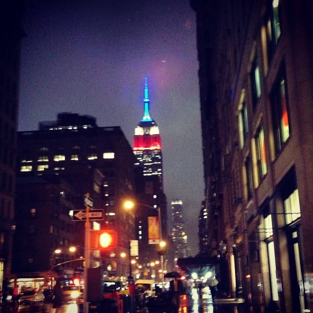 linalanovoi :     Empire State of mind #newyork #nyc #rainynight