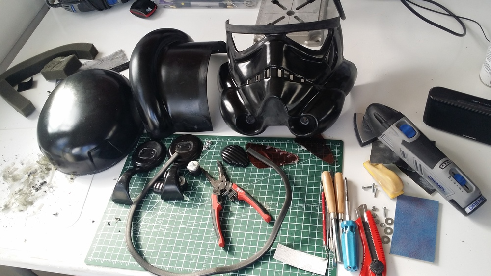 And now its all apart. The helmet body is in three pieces which I will be making into one.
