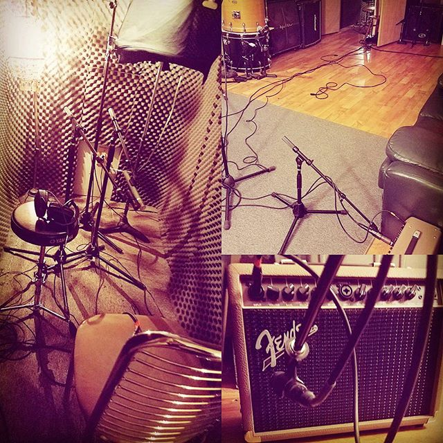 Great acoustic session last night! Acoustic in the iso booth out to an amp in the live room for body / room mics  #exeterrecordings #acousticguitar #recordingstudio#recording #audio #music #musician #musicians#studiolife #rock #drums #singer #guitar #bands#indierock #drummer #guitarist #amps #bassist #musicislife #sound #percussion #acousticrock #microphone #acoustic #life #punkrock #fender #studio #artist