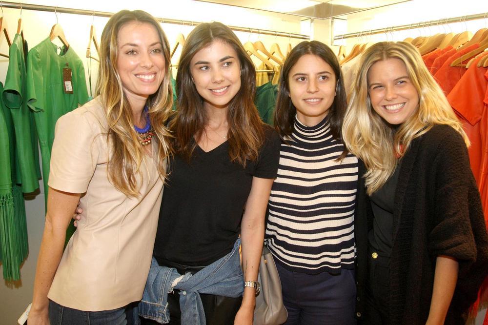RosanaBernardes&DanielaBernardes abrem Verão na Guipire, no Fashion Mall. Fotos Antonio Kämpffe. 1º.12 (225).JPG