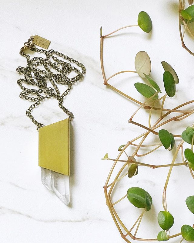 Crystal visions 🌿 . . . . . #quartz #etsygifts #bohoismyjam #makersmovement  #minimalstyle #flatlayforever #scandistyle #thatsdarling #supportthemakers #dreamy #wholesalejewelry #womanowned #makersgonnamake #witchywoman #crystalhealing #makersmovement #shopsmallbusiness #bohochicjewelry #boutiqueshopping #supportsmallbusiness #womanownedbusiness #crystallove #minimalstyledaily #loveandlight #bohostyle #bohofashion #jewelryaddict #boutiquejewelry #jewelryoftheday #bohemianmodern