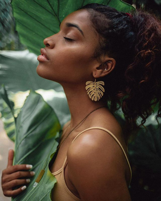 The fall line is here!! Featuring 8 new botanical inspired & modern pieces 🌿 The lookbook is also up for viewing on the site!  Photo: @sugarmilkk Model: @laurynjoslyn  #blackcrystalsjewelry