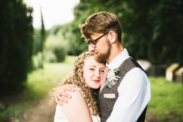 THE WEDDING PHOTOGRAPHERS POSING GUIDE