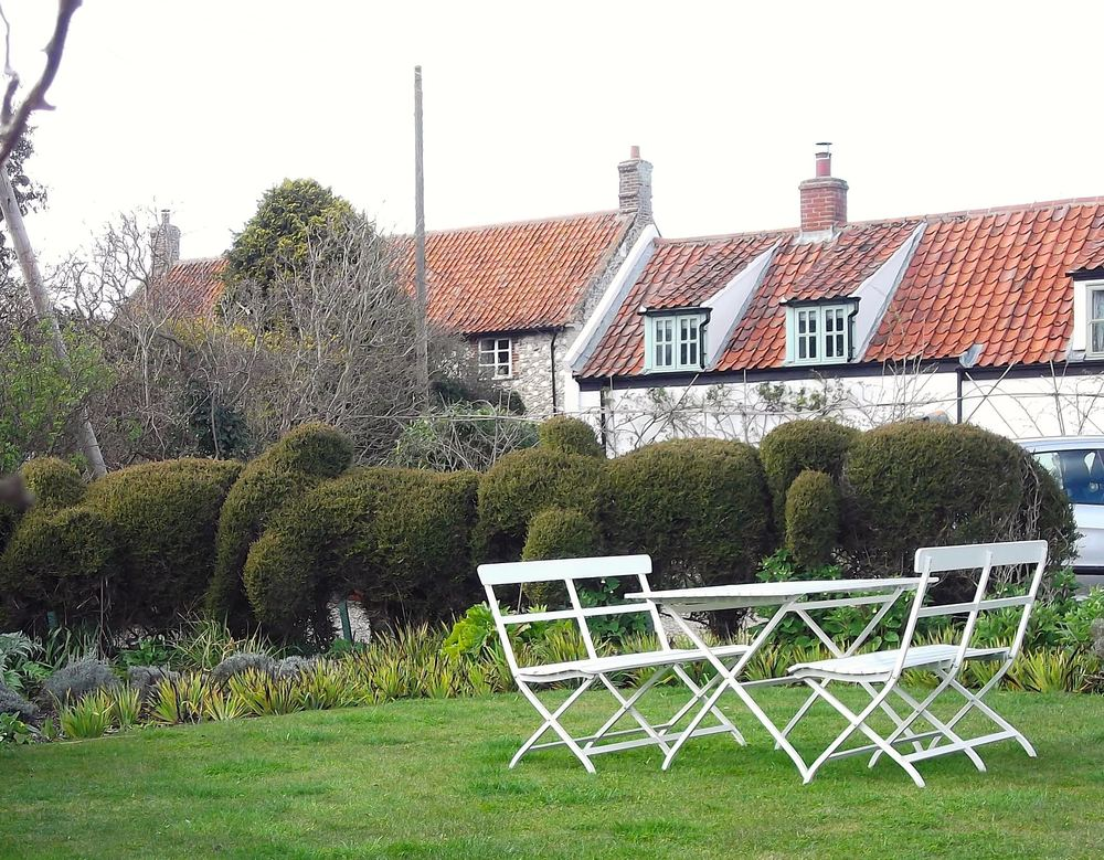 Stiffkey: Hedges and stores