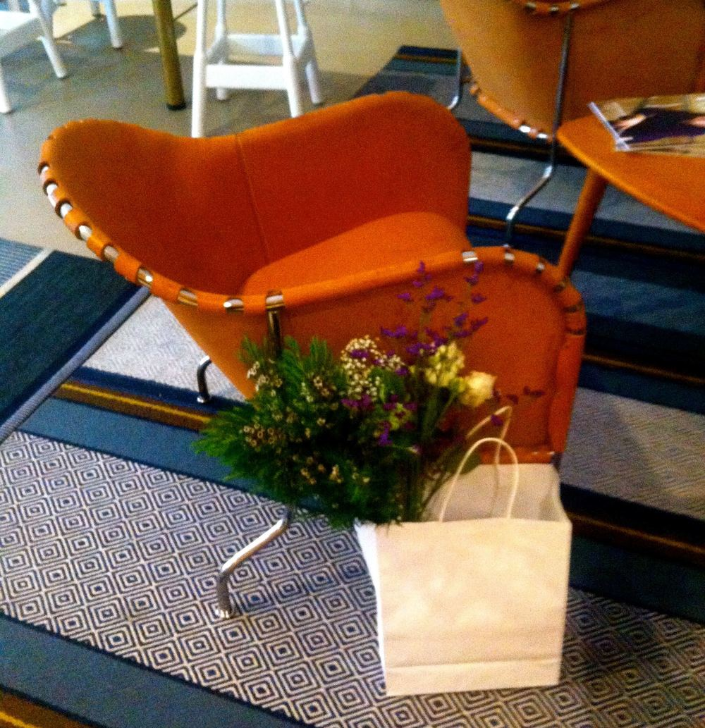 Aveqia armchair and flowers.jpg