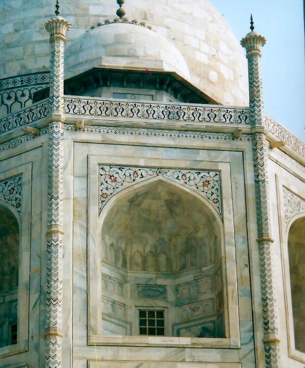DETAILED MOSAICS ON THE TAJ MAHAL