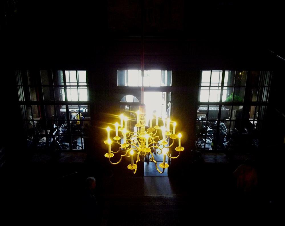 chandeliercentralhall.jpg