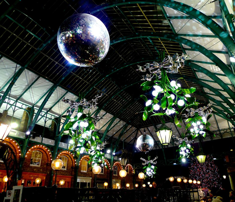 MISTLETOE DECORATIONS AT COVENT GARDEN