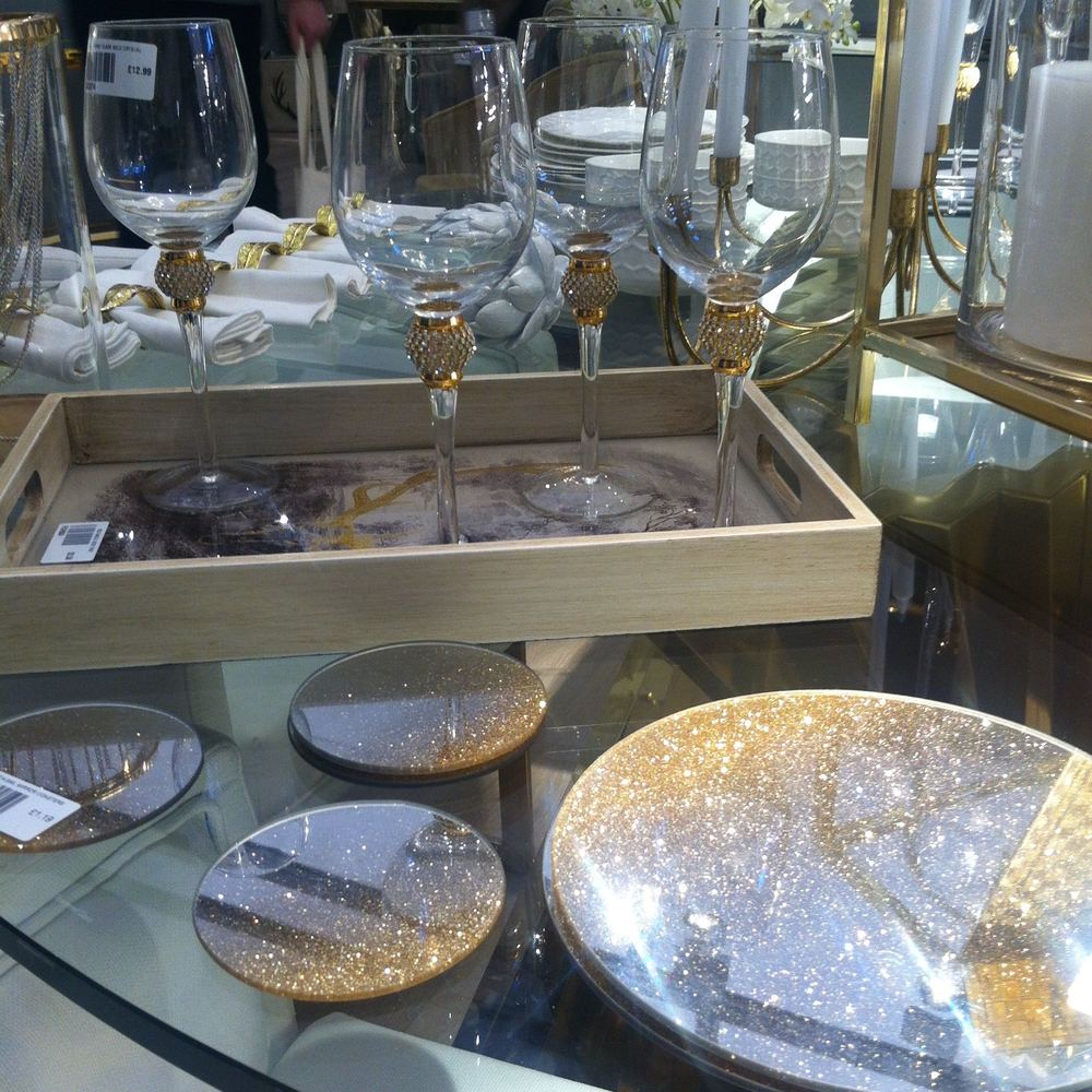 SPARKLY TABLEWARE