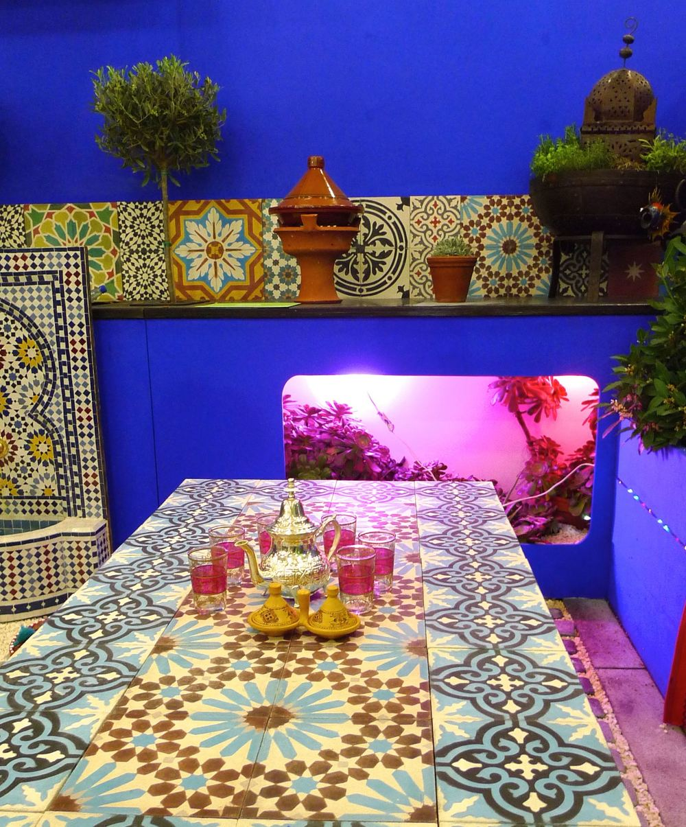 moroccan tiled table