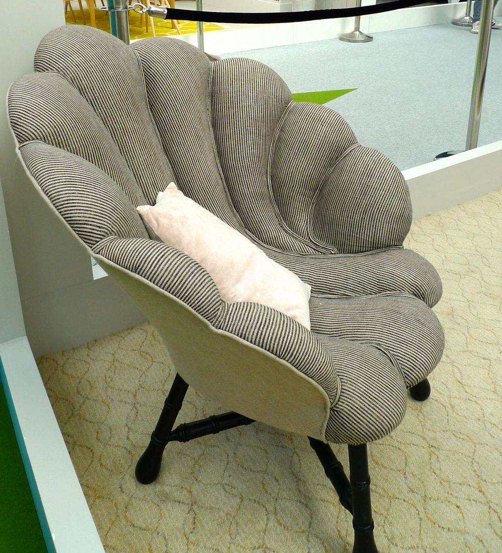 shell-shaped chair