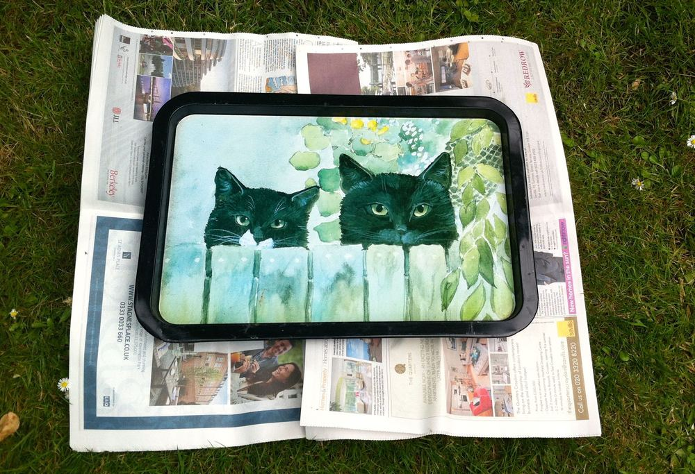 A 1990s tray with two cats looking over the fence quickly became my second Pinty Plus project