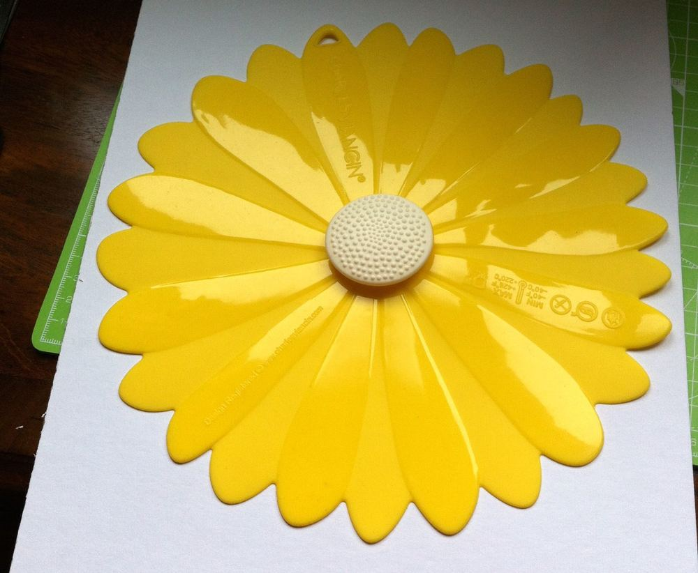 Making a flower shaped template from card