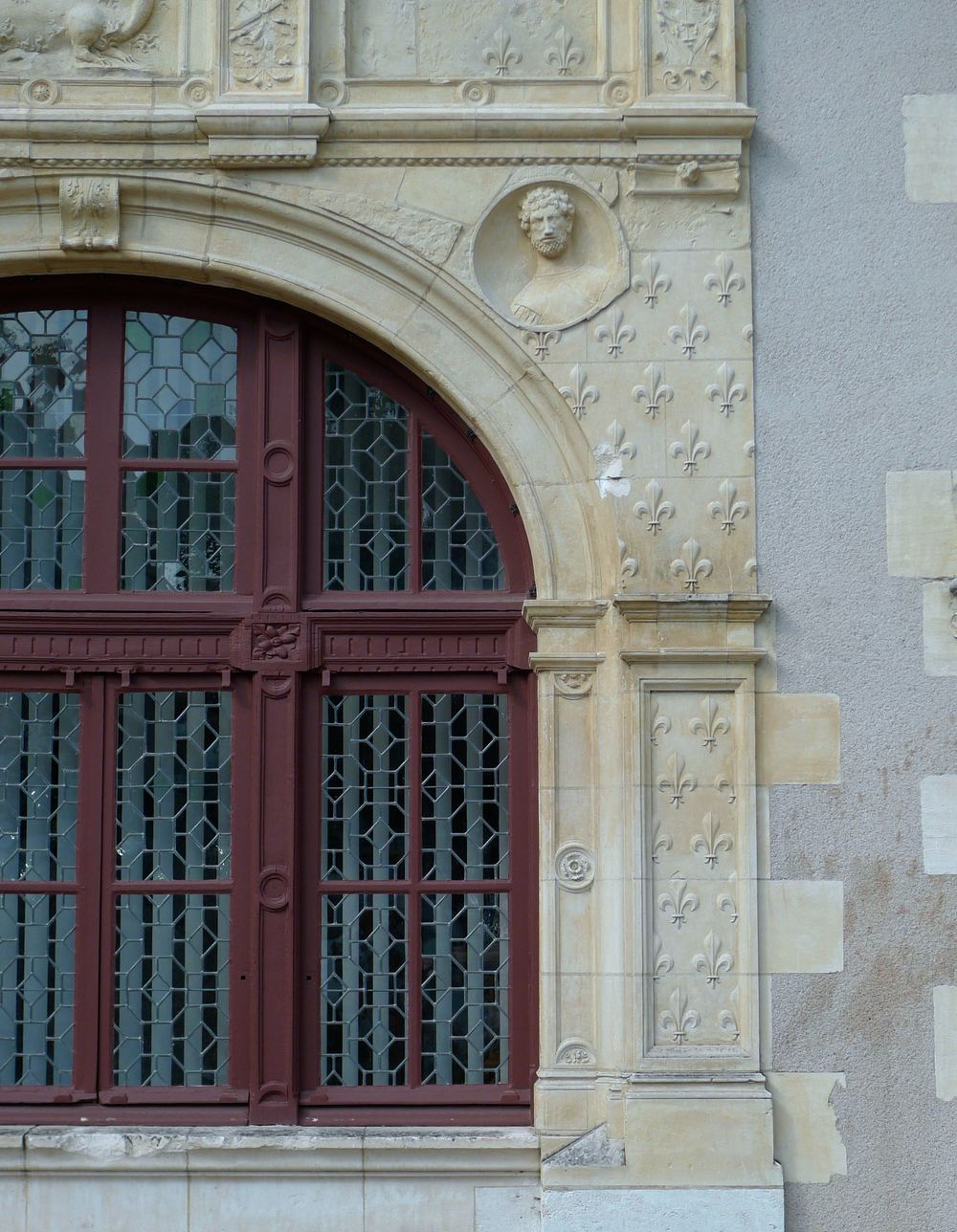 A closer look at the stonework on the Hotel de Ville in Beaugency