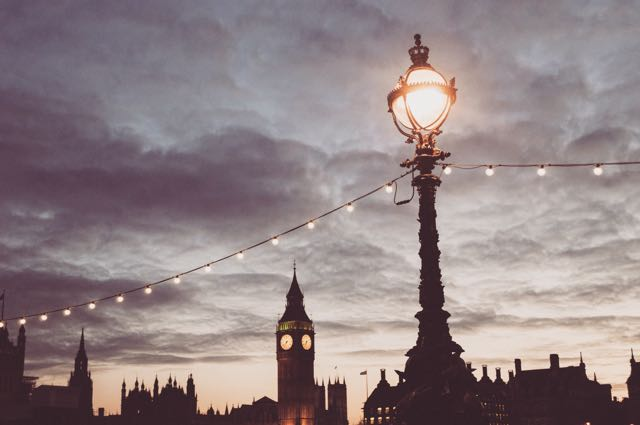 Walking along the Thames with a view of Big Ben - Unsplash