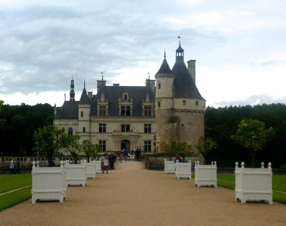 A glimpse of chateau de chenonceau