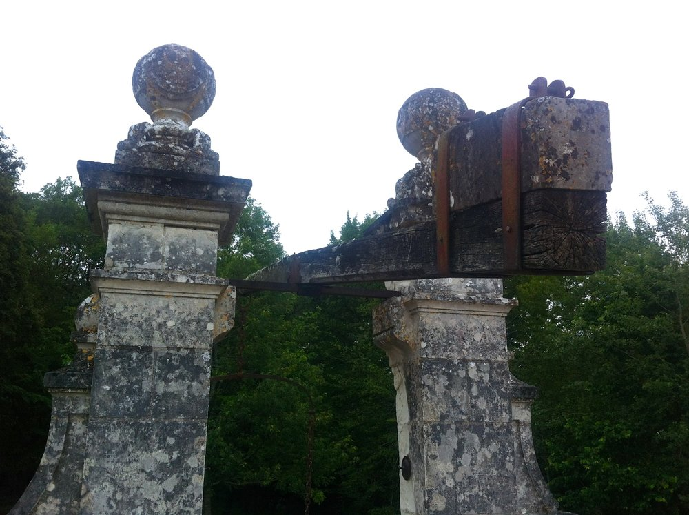 stonework at chateau de chenonceau