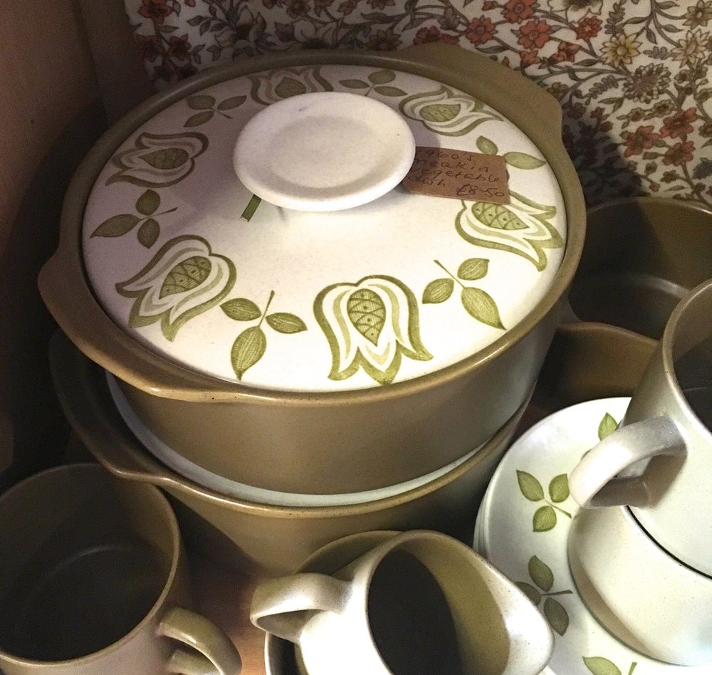 Tulip patterned dinnerware