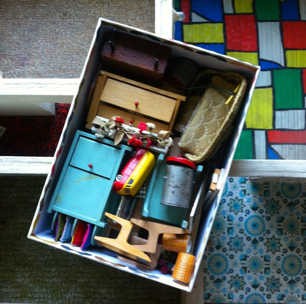 ALL MY DOLLS HOUSE MEMORIES IN A BOX