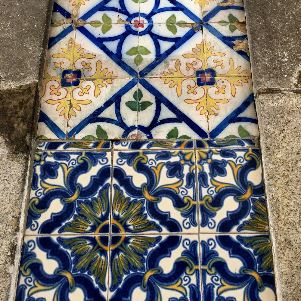 mixing patterned  tiles in Porto
