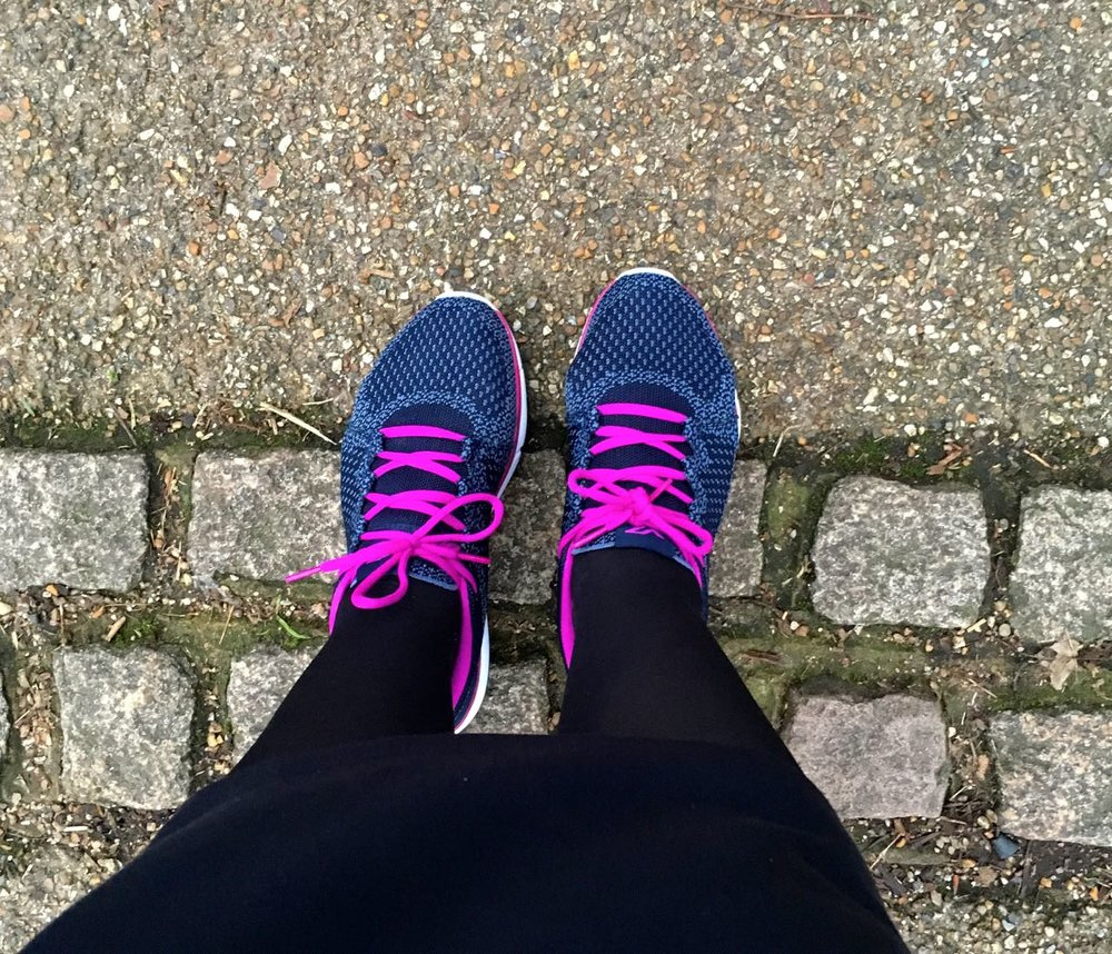 PUTTING MY VIONIC TRAINERS TO THE TEST ON MY WALKING COMMUTE