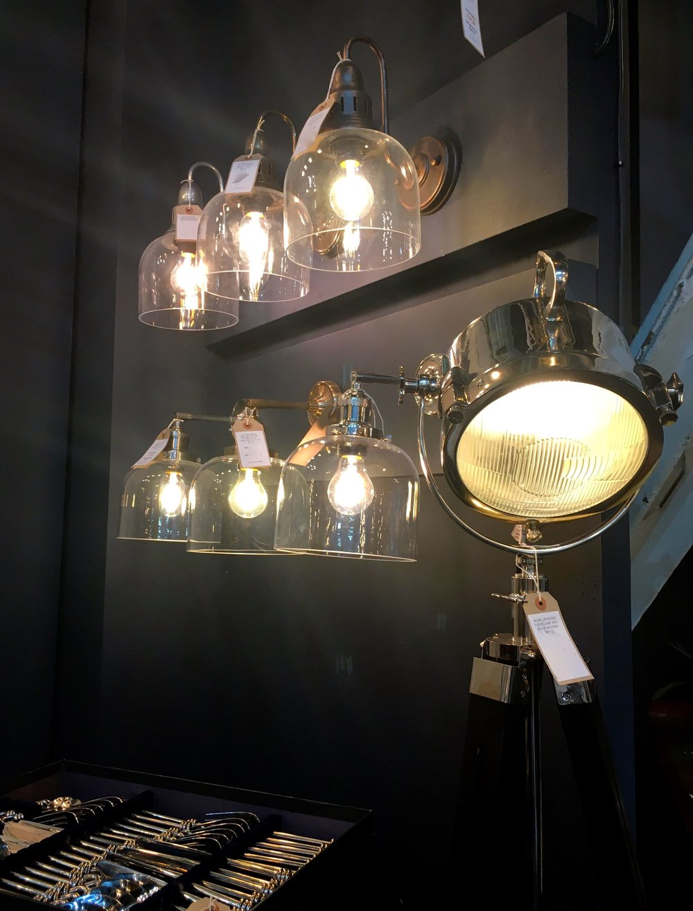 clear shades bulb showing all in a row