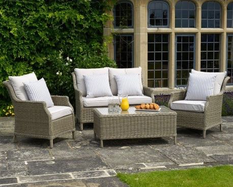 BRAMBLECREST OAKRIDGE FURNITURE  Photo credit: The Garden Furniture & Interiors Co