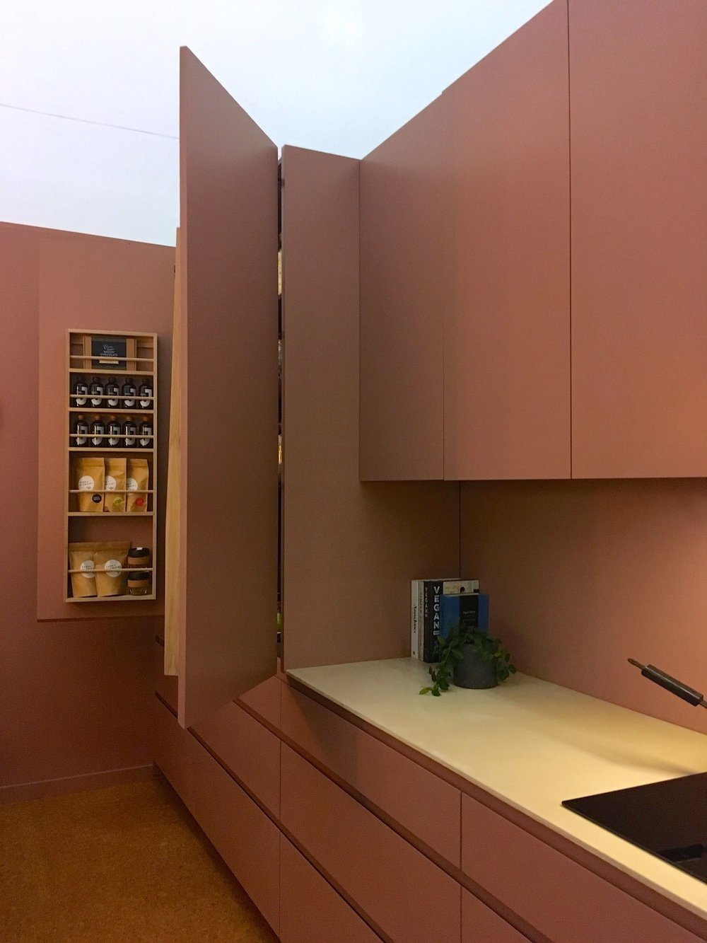 A single colour throughout - does that make the cupboards camouflaged?