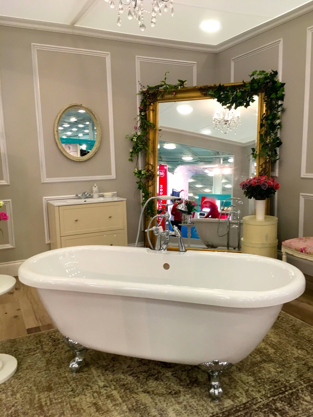 A standalone bathtub and mirror