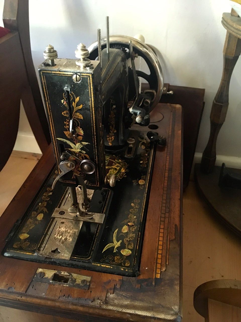 A pretty vintage sewing machine, shame the case was damaged