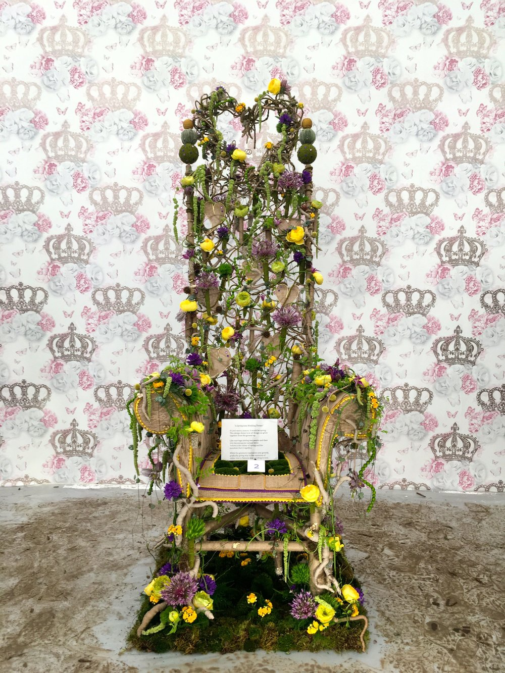 hearts and crowns on this floral throne from RHS Chelsea 2018
