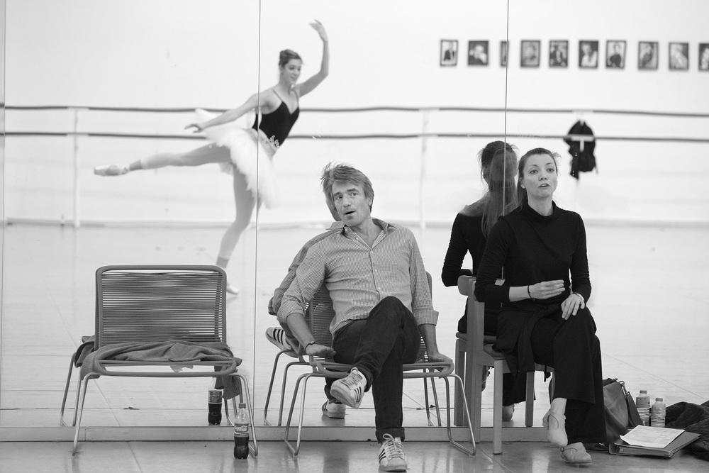 Nikolaj Hübbe and Silja Schandorff studying ballet dancer Holly Jean Dorgers' dance.