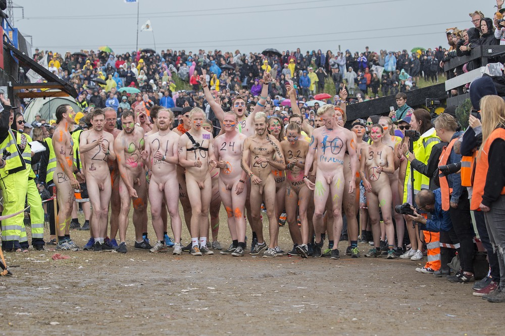Naked race