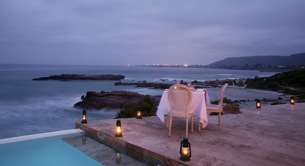 candlelit-dinner-sea-1200x655.jpg