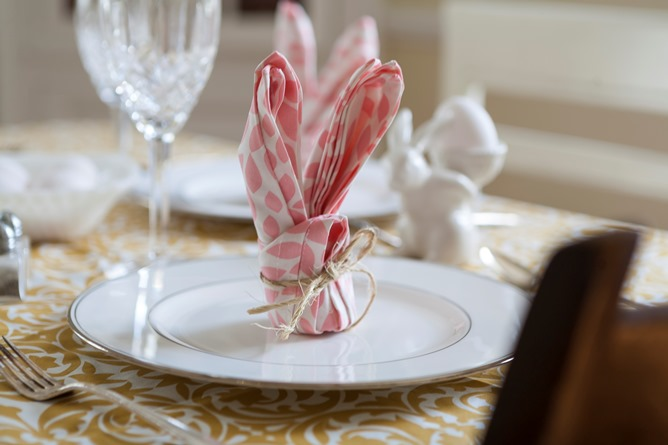 Easter bunny cotton dinner napkin fold pink and white