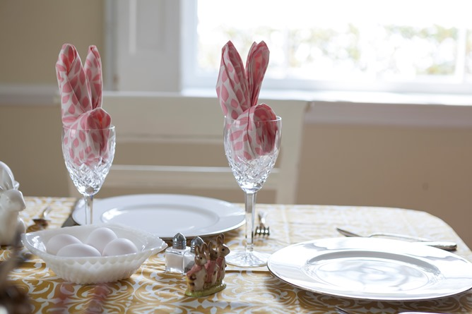 Easter table cotton dinner napkin fold