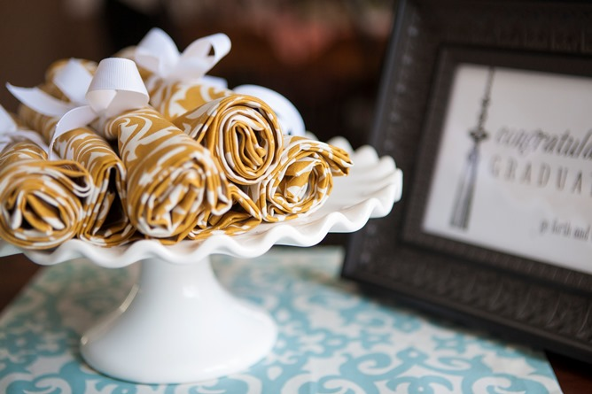 gold and white cotton dinner napkins